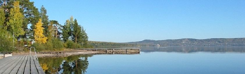 Utsikt från bryggan i Vikarbyn över sjön Siljan med Rättvik i bakgrunden